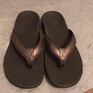Vionic Comfort Flip Flops Bronze Size 12 brand new